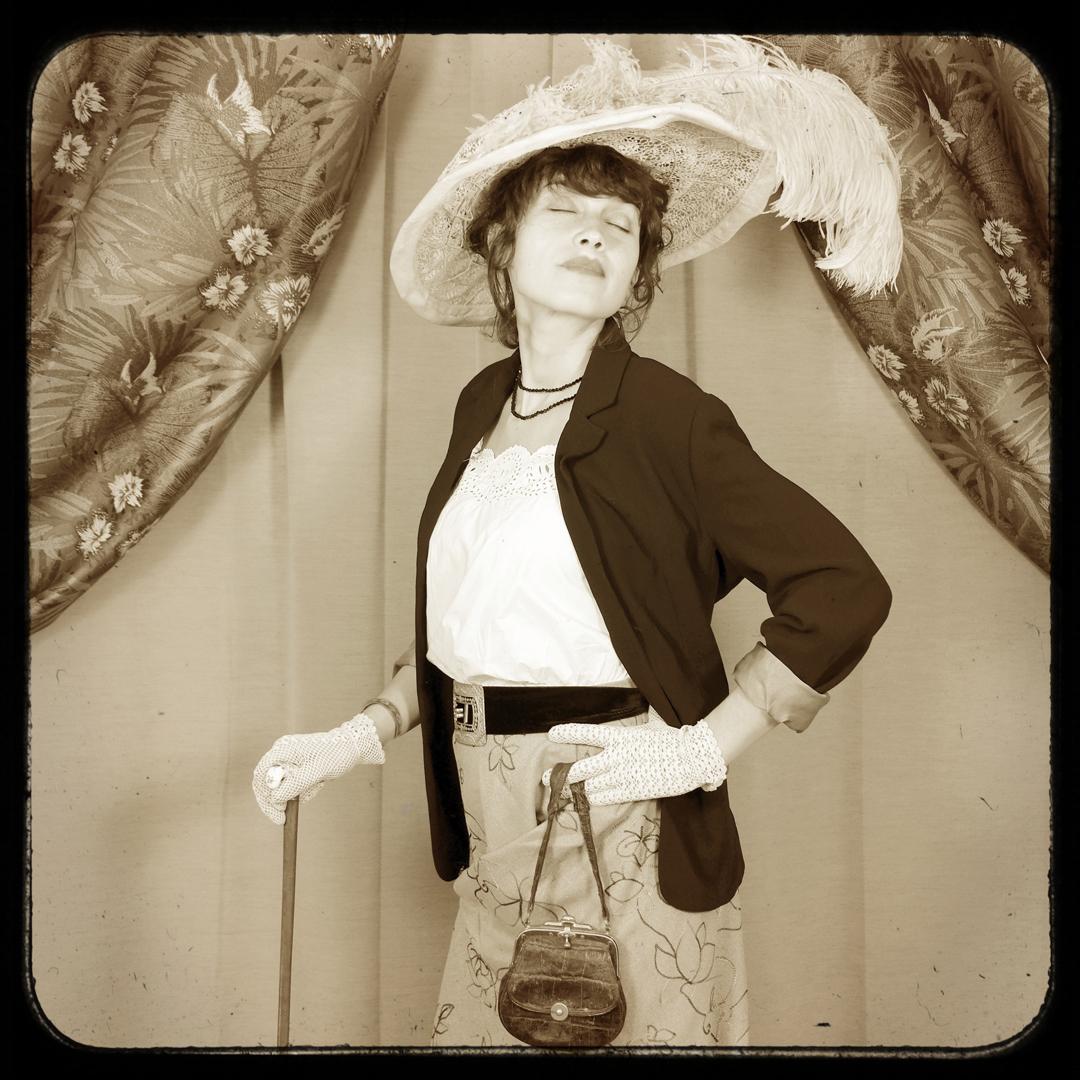 Jeu-de-rôle-hommage-aux-femmes-lady-1900