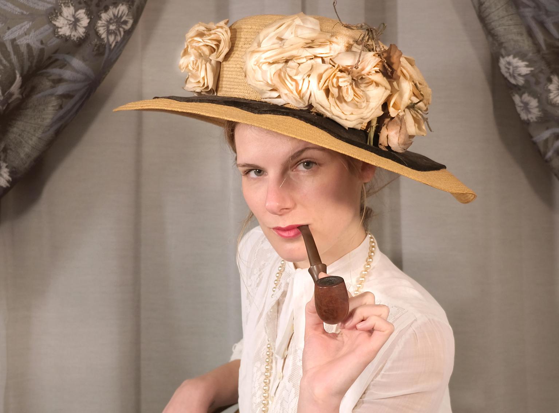 Jeu-de-rôle-paris-police-1900-femme-pipe
